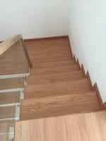 Sàn nhựa giả gỗ cầu thang
