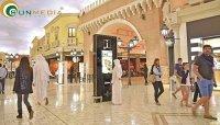 Gợi ý cách thu hút khách hàng cho TTTM, khách sạn bằng màn hình quảng cáo chân đứng