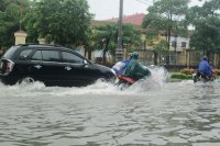Kinh nghiệm lái xe qua những vùng ngập nước
