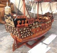 Thuyền cổ đại gỗ hương - Món quà ý nghĩa biểu tượng may mắn dành tặng doanh nhân