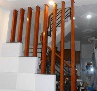 Dùng lam gỗ trang trí cầu thang đẹp hút hồn