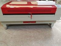 Máy cắt laser 1610 giá rẻ ứng dụng trong ngành quảng cáo mô hình bao bì may mặc