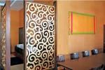 Mẫu vách ngăn hoa văn trang trí phòng khách và bếp đẹp