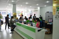 Nhân viên kinh doanh chăm sóc khách hàng từ Công ty In Kỹ Thuật Số