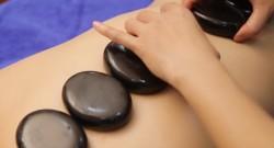 Massage đá nóng - điều kỳ diệu đến từ thiên nhiên