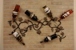 Mẫu kệ rượu sắt treo tường độc đáo