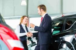 Nhân viên kinh doanh ô tô - Nghề nhọc nhằn và nhiều áp lực