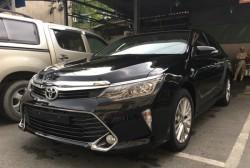 Toyota Camry giá bao nhiêu