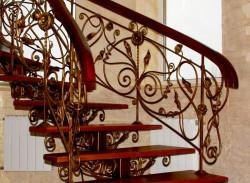Cầu thang sắt mỹ nghệ đẹp cao cấp