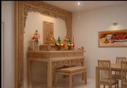 Top 5 mẫu vách ngăn phòng bàn thờ bằng gỗ mộc mạc, đẹp