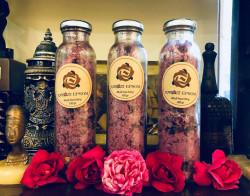 Những công dụng tuyệt vời của muối tắm hoa hồng bạn đã biết chưa?