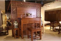Mẫu vách ngăn bàn thờ gia tiên đẹp trong phòng chung cư Opal Riverside