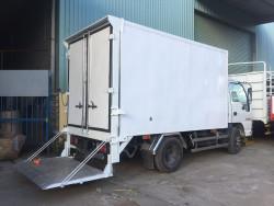 Giá xe tải Isuzu 2.4 tấn thùng đông lạnh
