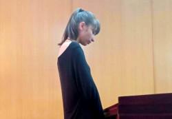 Bài học về niềm tin: Cô gái Nga xinh đẹp lãnh 18 năm tù vì vận chuyển ma túy trái phép