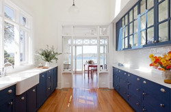 Phòng bếp với sắc màu hè rực rỡ