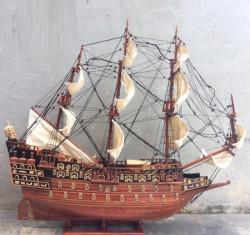 Vị trí đặt thuyền cổ đại gỗ hương mang lại may mắn tài lộc thành công