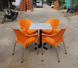 Tư vấn cách chọn ghế nhựa đúc phù hợp nhất với không gian quán cà phê