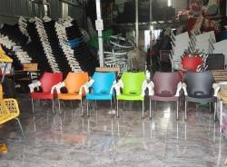 Có nên mua bàn ghế nhựa cafe thanh lý tại TPHCM?