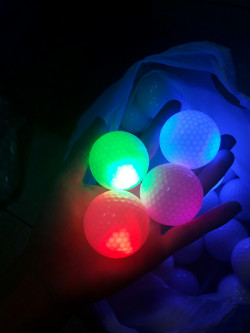 Banh golf phát sáng - một phát minh vô cùng ý nghĩa trong môn thể thao golf