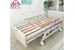 Giường bệnh nhân đa năng MKC-Medical ốp gỗ điều khiển bằng điện và tay quay