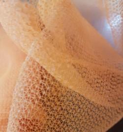 Đặc điểm của lưới bao che màu vàng