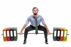 10 động tác thể dục vừa tập vừa vui tại bàn làm việc