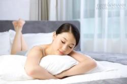 Mẹo nhỏ với tư thế nằm sấp khi ngủ
