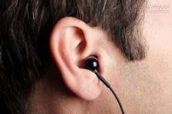 Hướng dẫn bạn đeo tai nghe đúng cách