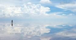 Ngỡ ngàng vẻ đẹp thoát tục của cánh đồng muối lớn nhất thế giới
