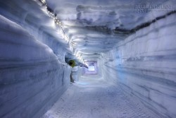 Choáng ngợp vẻ đẹp hang động băng lớn nhất thế giới