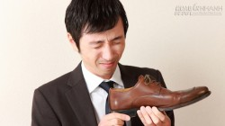 Mẹo xử lý mùi hôi ở giày, dép trong ngày mưa