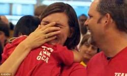 Khoảnh khắc cảm động khi cô bé mắc hội chứng Down gọi : Mẹ