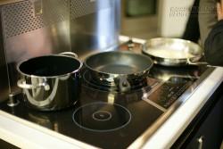 Mách bạn cách dùng bếp từ an toàn