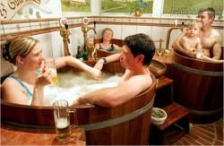 Độc đáo dịch vụ...tắm bia tại Cộng hòa Séc
