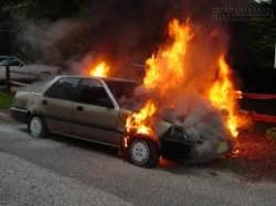 Ô tô đột ngột bốc cháy chỉ vì... một lọ nước hoa đặt trong xe