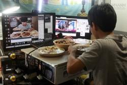 Kiếm 35 triệu VNĐ một tối chỉ bằng việc ăn và nói chuyện qua webcam