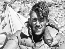 Người đầu tiên chinh phục Everest