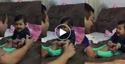 Em bé lí lắc cắt móng tay cùng cha thu hút 16 triệu lượt xem