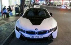 Các tiểu thư, thiếu gia 9X mua BMW I8 7 tỷ như mua rau