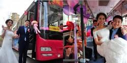 Xôn xao chú rể rước dâu bằng xe bus vì sợ tắc đường
