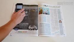 Ấn tượng với xe Ford chạy bên trong tạp chí giấy