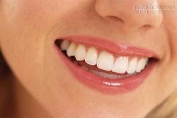Không cần kem đánh răng mà răng vẫn trắng sáng tự nhiên