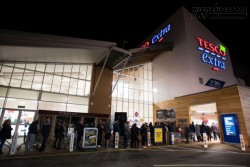 Cảnh xếp hàng nghẹt thở chờ mua sắm ngày Black Friday