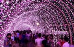 Những con đường đón Giáng sinh và năm mới rực rỡ nhất Sài Gòn