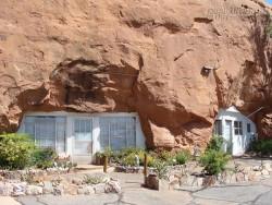 Bay đến Utah ghé thăm ngôi nhà trong đá độc đáo nhất nước Mỹ