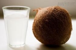 Cao huyết áp có nên uống nước dừa?