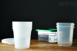 Mẹo làm sạch vết bẩn và mùi bám trên đồ nhựa