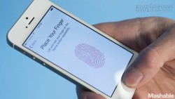 Người dùng tức giận vì iPhone biến thành cục gạch
