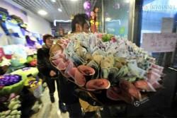 Phát hờn với đại gia tặng hoa đồng tiền 25 triệu cho bạn gái