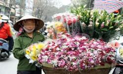 Bó hồng được nhận từ một vị khách lạ giúp người phụ nữ hiểu ra giá trị cuộc sống